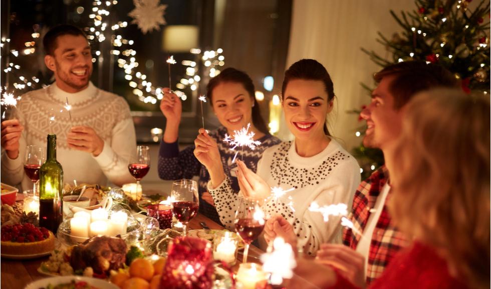 Cum să te ferești de Covid-19 de sărbători: ce să eviți și cum să te protejezi mai bine