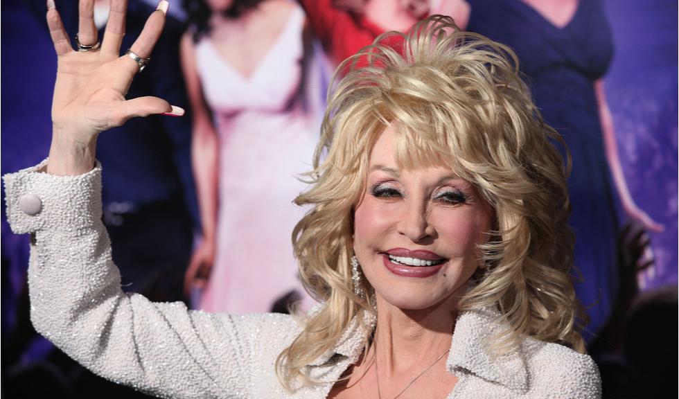 Dolly Parton a contribuit major la dezvoltarea vaccinului Moderna, iar lumea întreagă îi e recunoscătoare