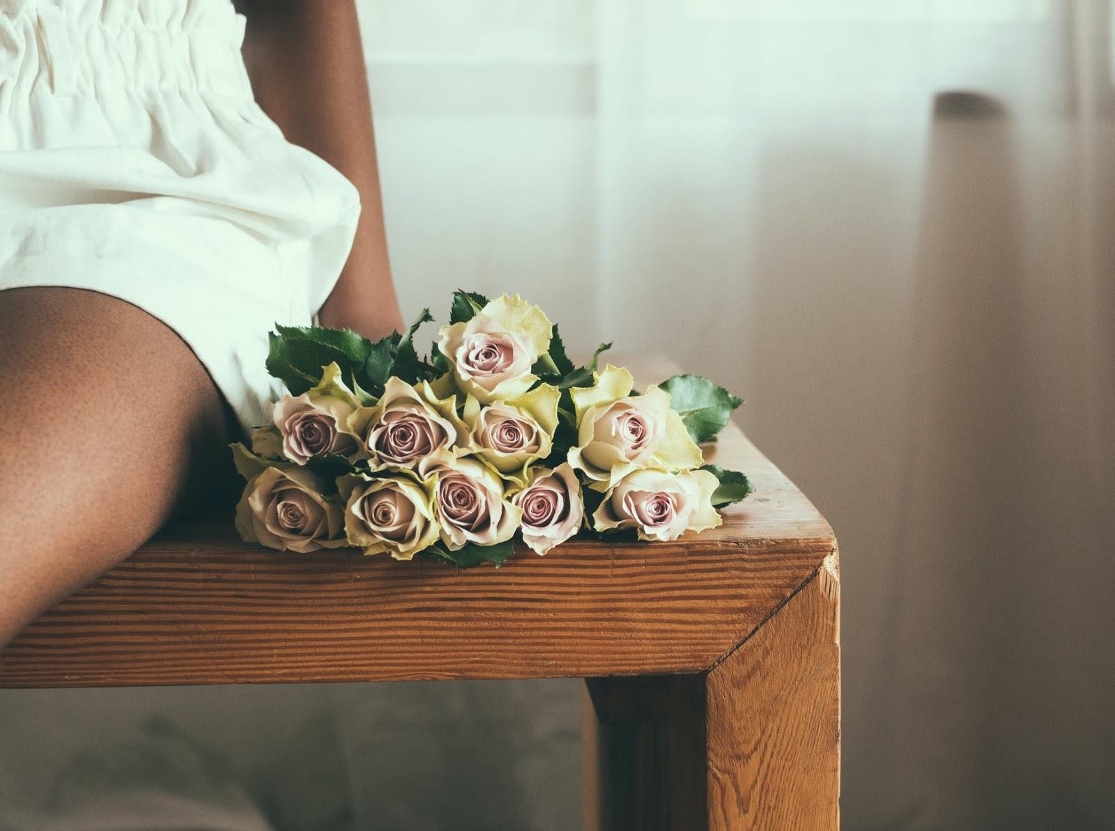 (P) Cum să ai grijă de un buchet de trandafiri? Sfaturi utile