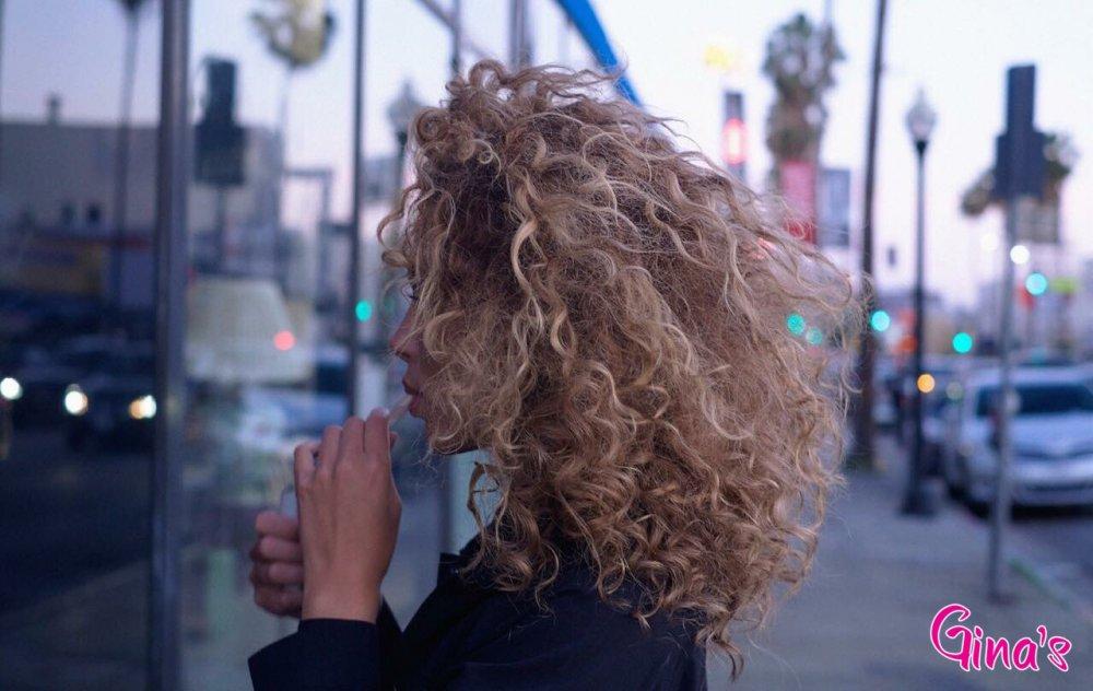 (P) Iarna aceasta fii cool cu bucle afro – ondulatorul Gina′s, cadoul pe care să ți-l faci luna aceasta!