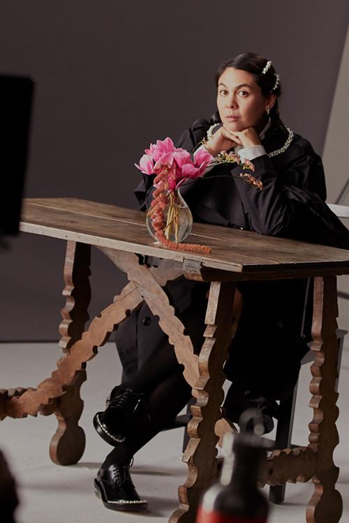 (P) H&M anunță colaborarea de referință cu designerul irlandez Simone Rocha