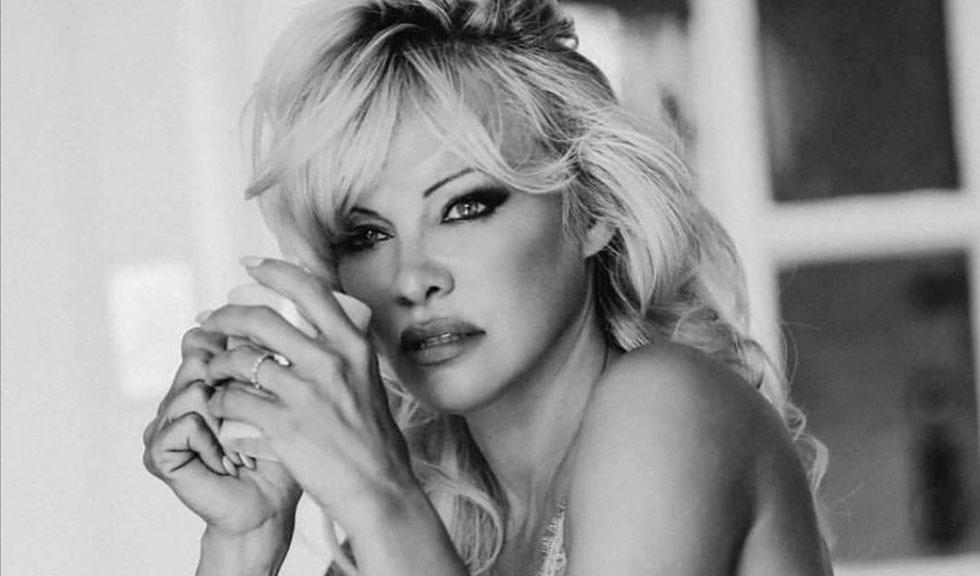 Pamela Anderson s-a căsătorit în secret chiar cu bodyguard-ul ei