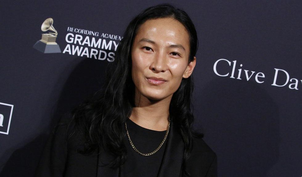 Cum răspundedesignerul Alexander Wang acuzațiilor de agresiune sexuală care i se aduc