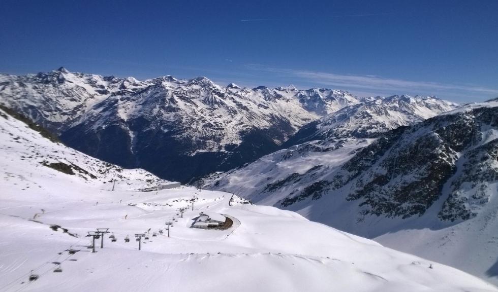 (P) Tot ce trebuie să știi despre schi în extrasezon și pachetele low cost cu SnowTrex