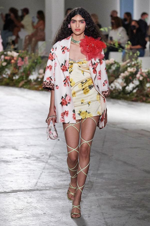 Tendințe modă primăvară-vară 2021: Mama mea e florăreasă