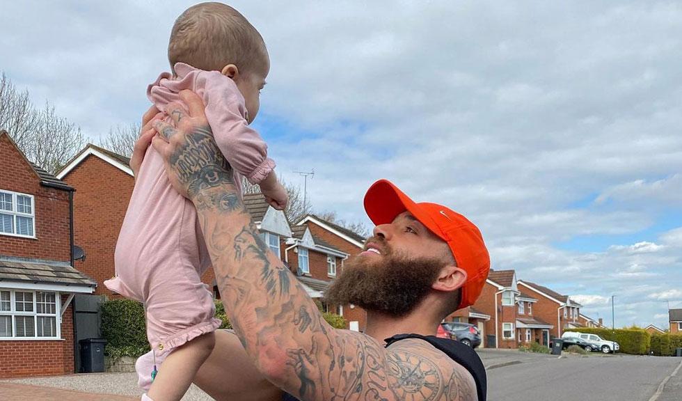 Mesajul emoționant transmis de fotbalistul Ashley Cain după ce fiica lui a încetat din viață la doar 8 luni
