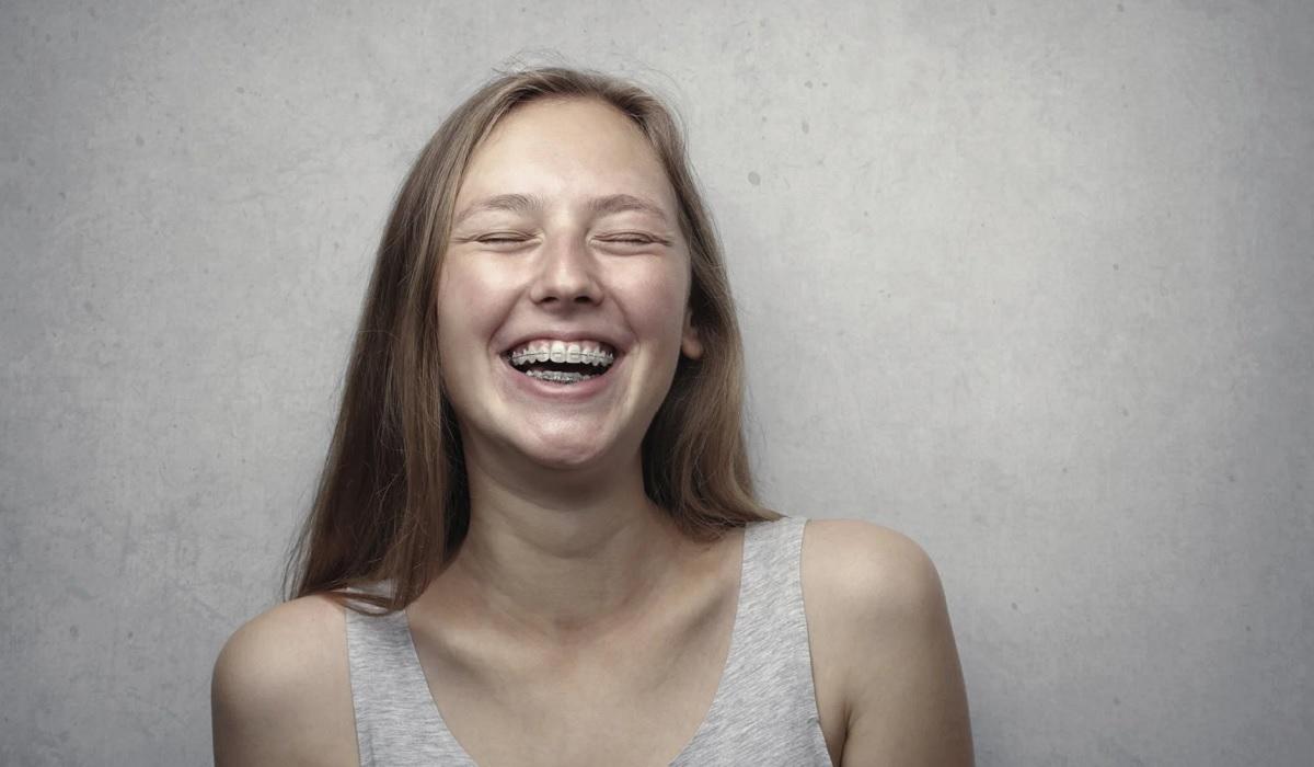 (P) Estetică și funcționalitate folosind un aparat dentar