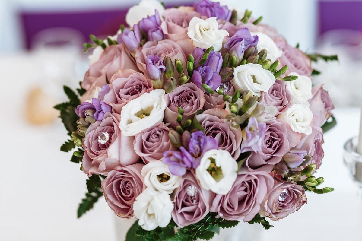 (P) Ce femeie nu își dorește să primească flori livrate acasă sau la birou?