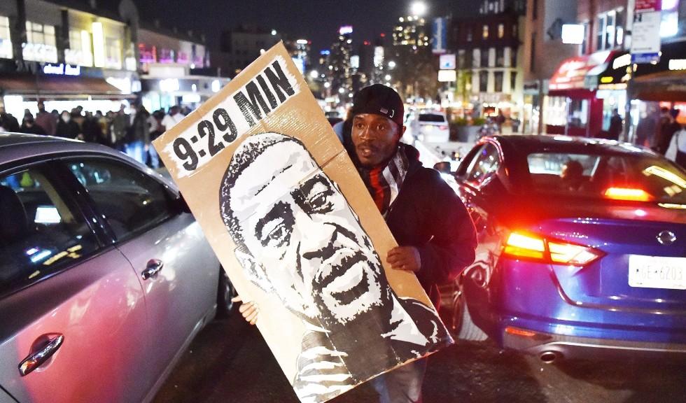"""Verdict pentru uciderea lui George Floyd. Obama spune că """"adevărata justiție presupune mult mai mult"""""""