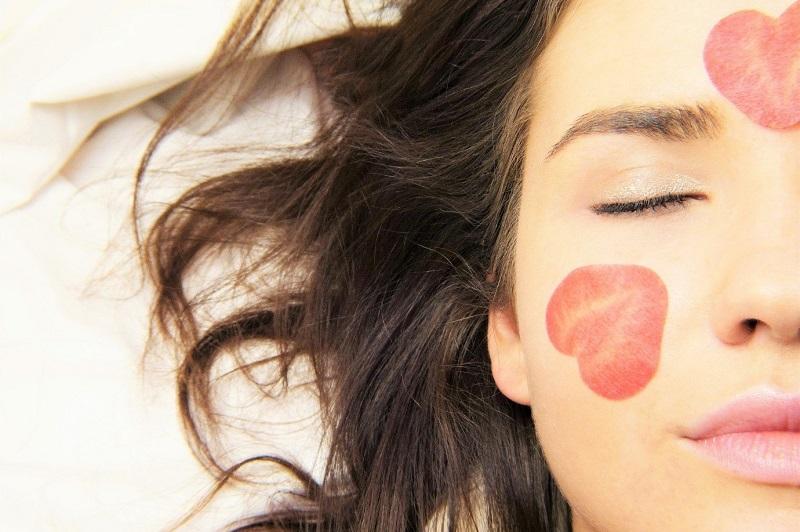 (P) Acneea poate ascunde o cauză hormonală  – Simptome și remedii non-invazive