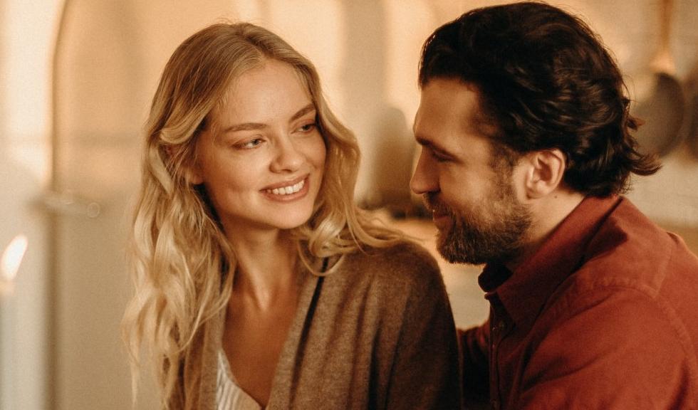 Cuvintele pe care și le adresează partenerii cuplurilor fericite: cultivă empatia și buna dispoziție