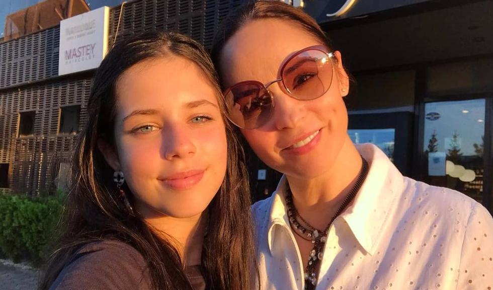 Violeta, fiica Andreei Marin, se pregătește pentru o carieră muzicală