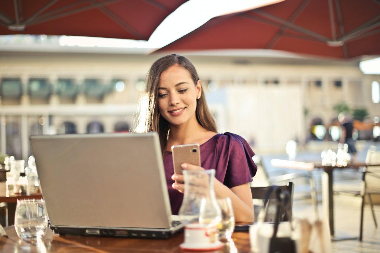 (P) 5 tipuri de aplicații mobile pe care orice femeie ar trebui să le aibă în telefon