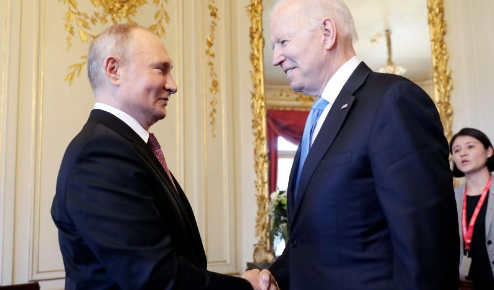 Joe Biden și Vladimir Putin: ce cadouri i-a oferit președintele american omologului său?