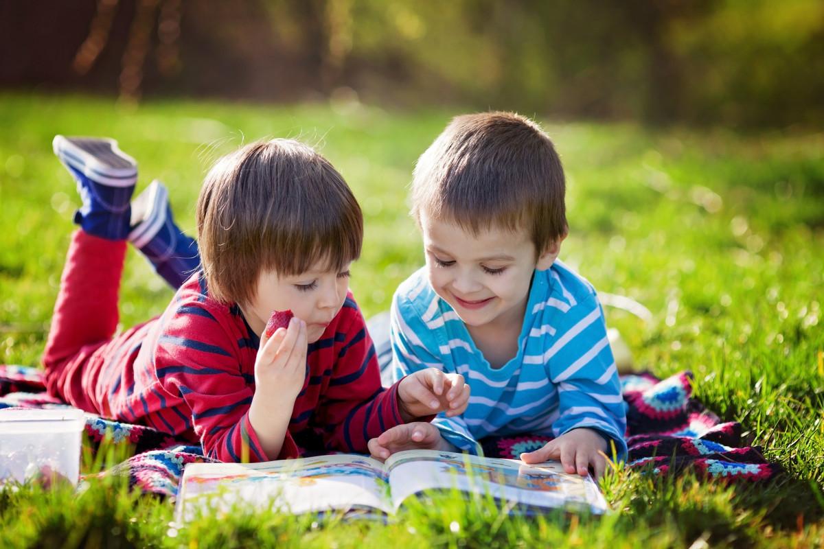 (P) Cadouri pentru copiii pasionați de cărți de citit