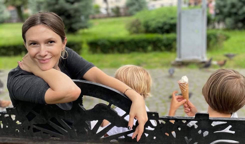 """Adela Popescu vorbește despre cum gestionează cei trei copii: """"Mă îngrijorez mai puțin"""""""