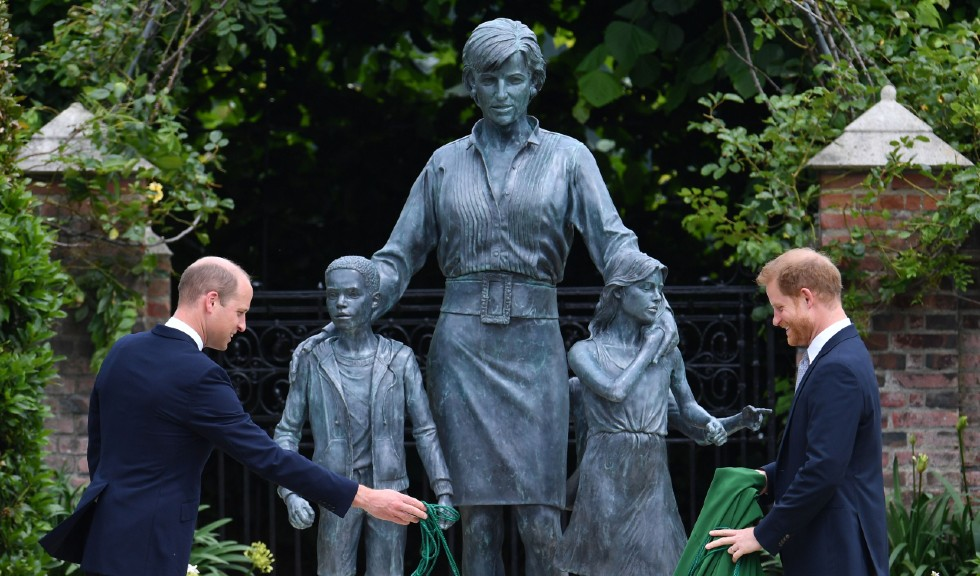 Monumentul prințesei Diana, inspirat de o fotografie a acesteia din 1993?