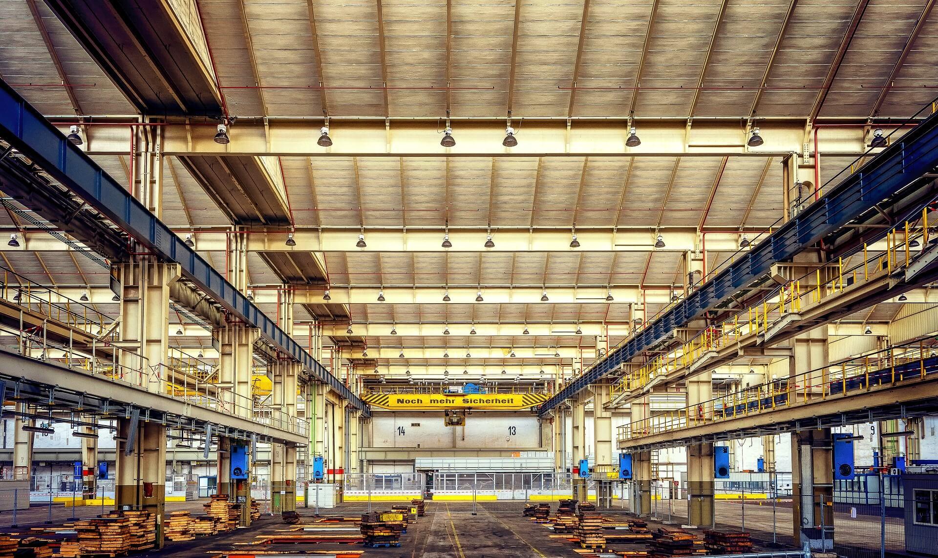 (P) De ce este importantă iluminarea în mediul industrial? Iată 3 motive pe care trebuie să le iei în considerare!