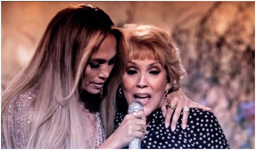 Mama lui Jennifer Lopez joacă într-o reclamă alături de Ben Affleck