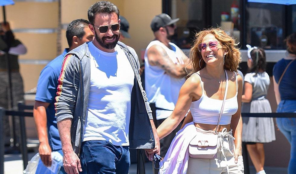 Noi imagini cu Jennifer Lopez și Ben Affleck în ipostaze romantice, chiar de ziua actorului