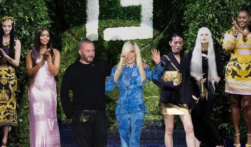 Naomi Campbell și Kate Moss au strălucit pe catwalk, la show-ul Versace x Fendi