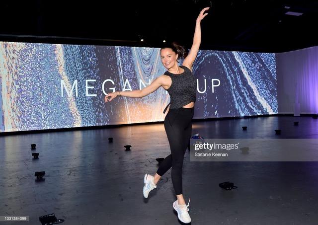 Victoria's Secret lansează colecția On Point cu sportivele care ne inspiră,  Eileen Gu, India Bradley și Emily Chen