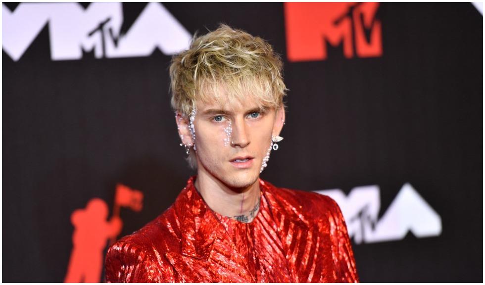 Conor McGregor și Machine Gun Kelly au făcut scandal pe covorul roșu la VMAs